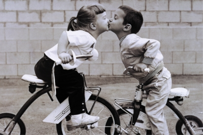 Tomax Jigsaw Puzzles - Tricycle Kiss