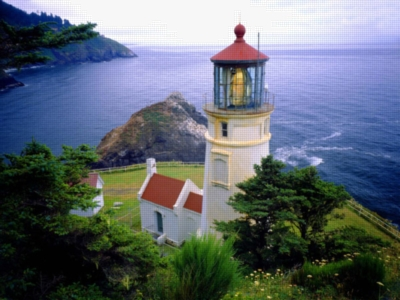 Heceta Head Lighthouse - 300pc Large Format Jigsaw Puzzle by Ravensburger